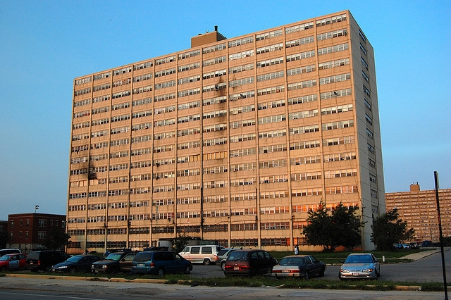 chicago public housing projects They are chicago`s high-rise public housing projects: 29 residential developments for low-income families their monolithic buildings--168 in all.
